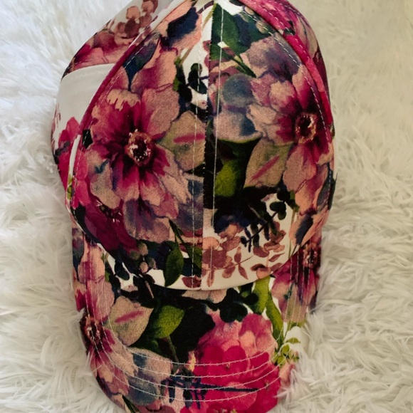 Accessories - !!SOLD!!! Gorgeous floral baseball cap!!